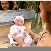 Nuestra tierna y simpática Reborn Iare de @munecasarias está lista para dar un paseo con los más peques de la casa haciendo así, que disfruten de miles de momentos de ternura a su lado 🥰  Está elaborado artesanalmente, y es por eso que la calidad y el cuidado con el que se ha realizado consiguen que tengamos un muñeco que parece un auténtico bebé real, exclusivo y especial 🧶  ¿No es precioso? 😍  #alananitanana #tiendaonline #puericultura #españa #mamaprimeriza #instababy #instamom #instadad #maternidad #paternidad #babiesofinstagram #embarazo #juguetes #muñecasarias #reborn #rebornespaña #rebornbaby