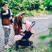 La silla de paseo Kuki de @baby_monsters es increíblemente ligera y compacta. Además de comodísima para los peques🥰   Cuando decimos que es ligera estamos hablando de solo 5,5kg😎 ¿Qué os parece?  Esta quincena del bebé tiene un precio de 175€✨ ¡No te lo pienses!  #alananitanana #tiendaonline #puericultura #españa #mamaprimeriza #instababy #instamom #instadad #maternidad #paternidad #mybabymonsters #babybrand #babyproducts #pregnant #babymonsterskuki