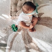 La flor más suaves y agradable🌺 Para los hogares más acogedores donde nuestros pequeños disfrutan de su día a día.   Alfombra Cotton Flower de @lorenacanalsrugs 🌸 Elaborada en algodón natural y reciclable. Medidas 120 x 130cm.   Precio 78€  Pregúntanos sin compromiso💙   #alananitanana #tiendaonline #puericultura #españa #mamaprimeriza #instababy #instamom #instadad #maternidad #paternidad #babiesofinstagram #embarazo #lorenacanalsrugs #washablerugs #roomideas