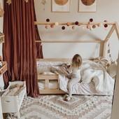 Inspiración para una habitación Montessori🎲♟🎯🎳🪀🪁🧸   Una habitación Montessori es el espacio donde nuestros pequeños pueden ser completamente autónomos y desarrollar sus habilidades con más rapidez. Se trata de conseguir entretener nuestros hijos e hijas y que consigan ser más independientes🎈.   ¿Cómo es una habitación Montessori? 📌 Mobiliario a su altura. 📌Colores neutros para conseguir un ambiente cálido y acogedor.  📌Iluminación lo más natural posible.  📌Espacio amplio para poder moverse.  En nuestra web puedes encontrat una gran variedad de mobiliario y complementos para conseguir una habitación Montessori completa😊 Pregúntanos sin compromiso.  #alananitanana #tiendaonline #puericultura #españa #mamaprimeriza #instababy #instamom #instadad #maternidad #paternidad #babiesofinstagram #embarazo #montessori #habitacionmontessori #montesorriathome