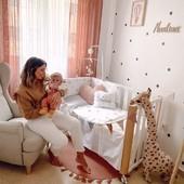 Cuna colecho, ¿sí o no?🤔💙   Los beneficios de esta práctica son varios:  🔹 Facilita la lactancia materna. 🔹 Reduce los momentos de llantos de los bebés. 🔹 Se sincroniza el sueño de la madre y el bebé. 🔹 Potencia el vínculo entre los papás y el bebé.   No obstante, hay padres que son reticentes ya que consideran que se pierde el espacio personal y la intimidad. Nosotros pensamos que ambas posturas son buenas, por eso siempre recomendamos a los futuros papás compren la cuna que mejor se adapte a sus necesidades💙   La cuna de Cotinfant es perfecta, tanto para practicar colecho, mantenerla como una cuna tradicional o, incluso, convertirla en un banco (mira la última imagen)😊  Tenemos algunos descuentos preparados. Escríbenos y te los contamos☺😍  📸trendy_antonella  #alananitanana #tiendaonline #puericultura #españa #mamaprimeriza #instababy #instamom #instadad #maternidad #paternidad #babiesofinstagram #embarazo #cotinfant #cunacolecho #cunas #docosleeping
