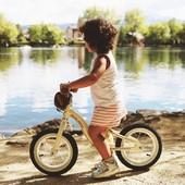 ¿Una bicicleta vintage para los peques de la casa🚲? ¡Por supuesto!  Esta bicicleta de metal de @janod_espana es ideal para que nuestra hija o nuestro hijo aprenda a controlar su equilibrio y a manejar mejor su coordinación✅. Además, os regalamos una bolsa tipo alforja para que puedan llevar todos sus tesoros mientras disfrutan al  aire libre🍃🍂  #alananitanana #tiendaonline #babyroom #babyroomideas #maternidad #paternidad #embarazo #janod #vintage #bikloon #bici #bike #oldschool #aprenderjugando #desarrollo #airelibre #outdoor #papispower #embarazadas #strollers #family #baby #pregnancy #pregnant #love #instamum