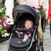 La silla de paseo Tourist Joie es ideal para todo tipo de paseos. ¿Sabías que se puede plegar con una mano? ✨🤱 Además, se convierte en una de las sillas para bebés más pequeñas y compactas del mercado.✅ ⠀ #LaNanitaFamily #Baby #TiendaOnline #TiendaBebés #OnlineShop #Silladepaseo #TouristJoie #Dormir #Bebes #Paseos
