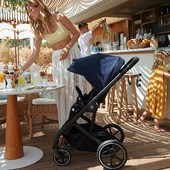 Exprimiendo el verano🍹 En las terrazas de moda, en el chiringuito de la playa o en el restaurante esperando la paella pero siempre con las mejores sillas de paseo del mercado🤱   Como el dúo Balios S Luxe de @cybex_global ➡ cochecito de dos piezas que aporta confort y una alta comodidad, tanto para el bebé como para los padres.   #alananitanana #tiendaonline #puericultura #españa #mamaprimeriza #instababy #instamom #instadad #maternidad #paternidad #CYBEX #CYBEXfamily #BeDifferent #BeCybex