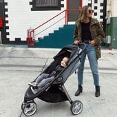 ¿Y si nos vamos?😎 ¡A disfrutar de las calles y del buen tiempo!  Silla City Mini 2 de 3 ruedas de @babyjogger_esp 🤎 Una silla de paseo ligera y compacta para utilizarse desde el nacimiento de nuestro bebé.  #alananitanana #tiendaonline #puericultura #españa #mamaprimeriza #instababy #instamom #instadad #maternidad #paternidad #babiesofinstagram #embarazo #juguetes #amor  #babyjogger #babyjoggercitytour